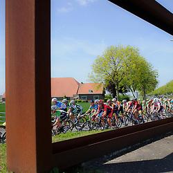 Olympia's Tour Etappe Hoofddorp - Hoofddorp. peloton in actie in de Haarlemmermeer