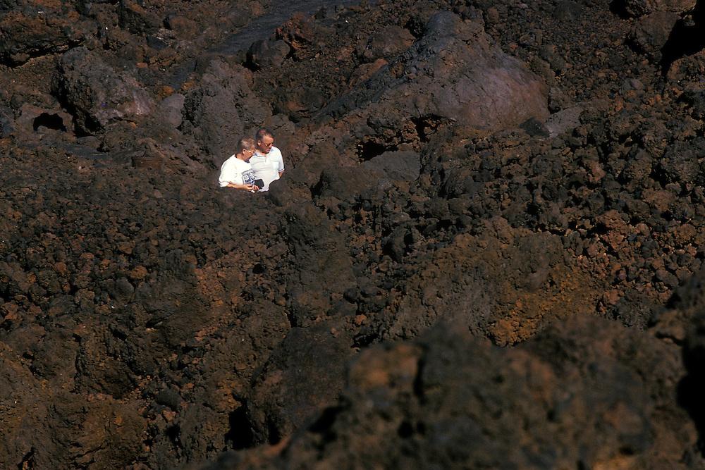 España. Islas Canarias. Lanzarote..Turistas en la zona volcánica de Los Hervideros..©JOAN COSTA