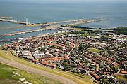 Nederland, Noord-Holland, Wieringen, 14-07-2008; Den Oever met vissershaven en visafslag; begin van de Afsluitdijk en Stevinsluizen in de achtergrond;. .luchtfoto (toeslag); aerial photo (additional fee required); .foto Siebe Swart / photo Siebe Swart