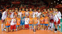 18-09-2011 VOLLEYBAL: DELA TROPHY NEDERLAND - TURKIJE: ALMERE<br /> Nederland wint met 3-0 van Turkije en wint hierdoor de DELA Trophy / Nederlands team en het Turks team met de dela trophy<br /> ©2011-FotoHoogendoorn.nl