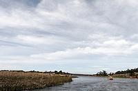 Kayaking narrow channel, Hvaler - Kajakkpadler i smal kanal, Hvaler
