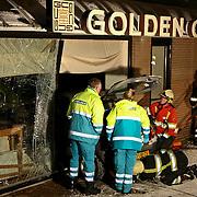 NLD/Huizen/20101130 - Auto rijdt chinees restaurant Golden City in