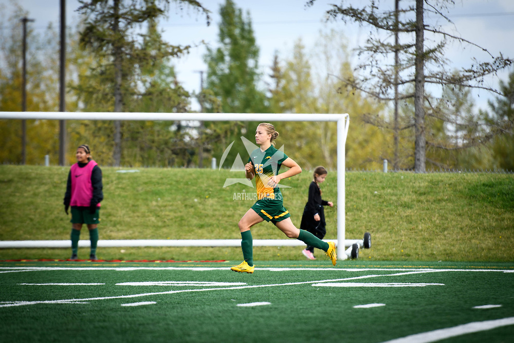 1st year Jana Ham (25) of the Regina Cougars during the Women's Soccer home game on September 17 at U of R Field. Credit: Arthur Ward/Arthur Images