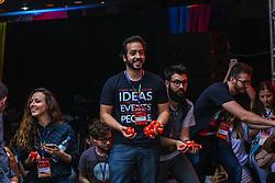 Dado Schneider apresenta a palestra TooMuch, durante o #FT17, realizado pela ADVB-RS, na ESPM-Sul. Inspirado em alguns dos maiores eventos do mundo de inovação e tendências (SXSW, Cannes Lions e Burning Man), o #FT17 é maior hub de conteúdo da história de Porto Alegre. Foto: Jefferson Bernardes/ Agência Preview