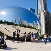 Cloud Gate sculpture ¨The Bean¨at Millenium park. Chicago, Illinois. USA.