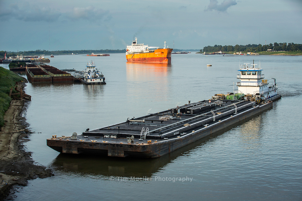 River traffic along the Mississippi River south of Baton Rouge, Louisiana.