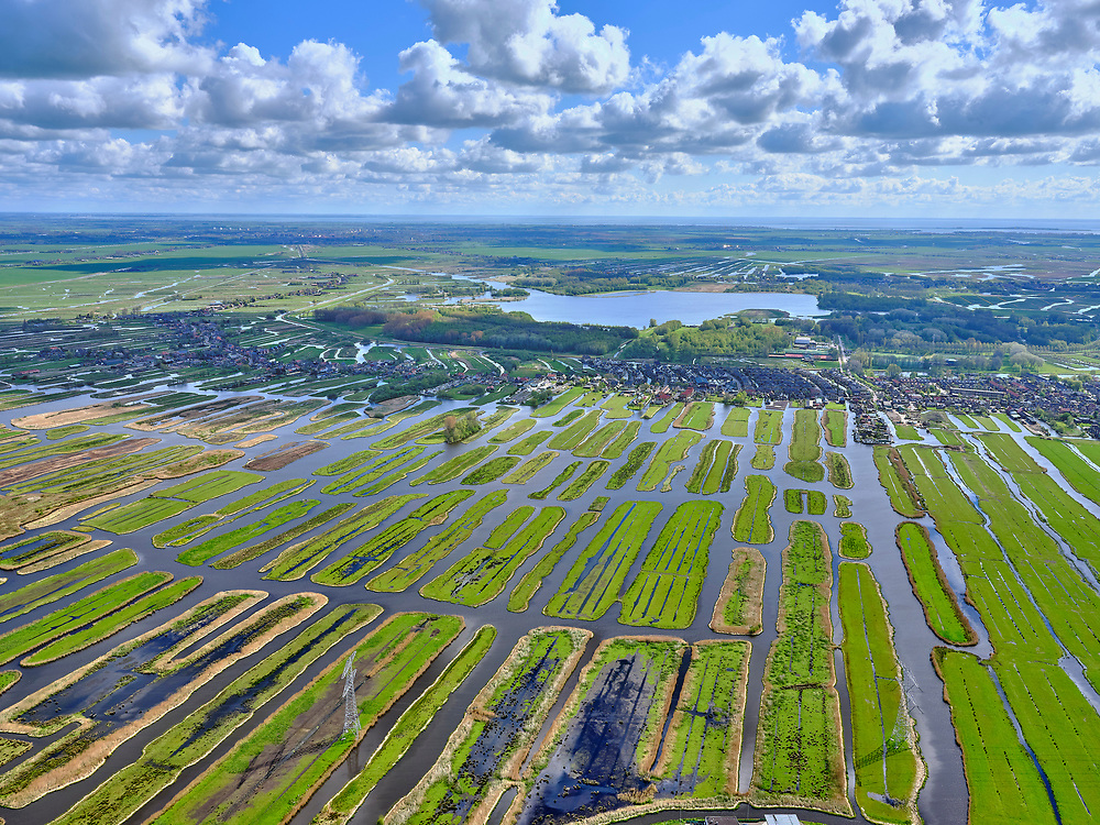 Nederland, Noord-Holland, Zaanstad, 07-05-2021; Polder Oostzaan gezien richting Oostzaan en het Twiske.<br /> Polder Oostzaan seen towards Oostzaan and the Twiske.<br /> <br /> luchtfoto (toeslag op standaard tarieven);<br /> aerial photo (additional fee required)<br /> copyright © 2021 foto/photo Siebe Swart.
