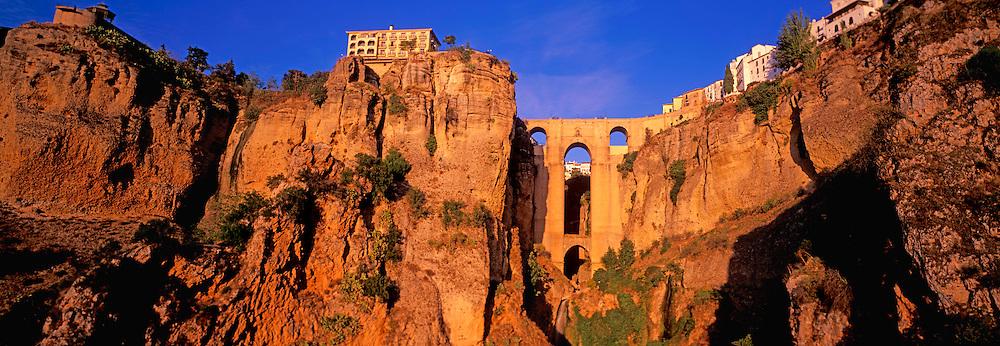 SPAIN, ANDALUSIA Ronda: 'pueblo blanco' above ravine