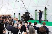 """Koningin Maxima opent """"groene"""" fabriek van Unipro in Haaksbergen. Unipro is producent en leverancier van vloersystemen.Met de bouw van de nieuwe fabriek zijn duurzaamheid en moderne productiemethoden gecombineerd.<br /> <br /> Queen Maxima opens """"green"""" factory Unipro Haaksbergen. Unipro is a producer and supplier of vloersystemen.Met the construction of the new plant, sustainability and modern production methods combined.<br /> <br /> Op de foto / On the photo: directeur Frank ter Beke"""