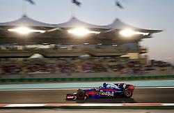 November 26, 2017 - Abu Dhabi, United Arab Emirates - Motorsports: FIA Formula One World Championship 2017, Grand Prix of Abu Dhabi, .#28 Brendon Hartley (NZL, Scuderia Toro Rosso) (Credit Image: © Hoch Zwei via ZUMA Wire)