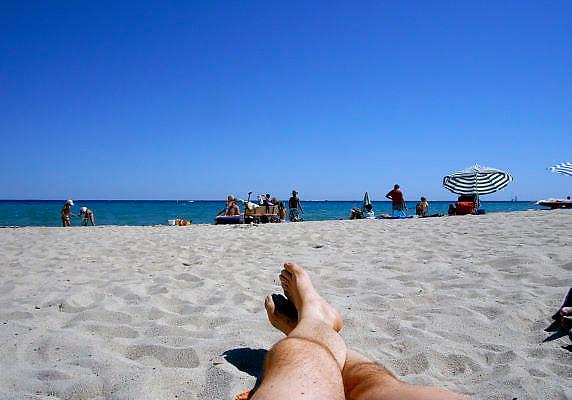 Frankrijk, St. Tropez, 31-8-2006Mensen aan het strand van de Middellandse zee, cote d'azur.Foto: Flip Franssen/Hollandse Hoogte