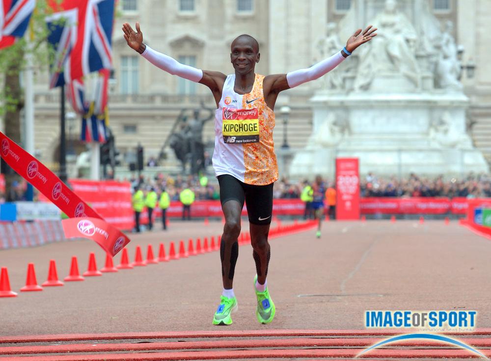 Eliud Kipchote (KEN) celebrates after winning the 39th London Marathon in 2:02:37-the No. 2 time ever- in London, Sunday, April 28, 2019. (Jiro Mochizuki/Image of Sport)