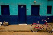 Abre Campo_MG, Brasil...Bicicleta em frente a uma casa em Abre Campo...A bike in front of a house in Abre Campo...Foto: BRUNO MAGALHAES / NITRO
