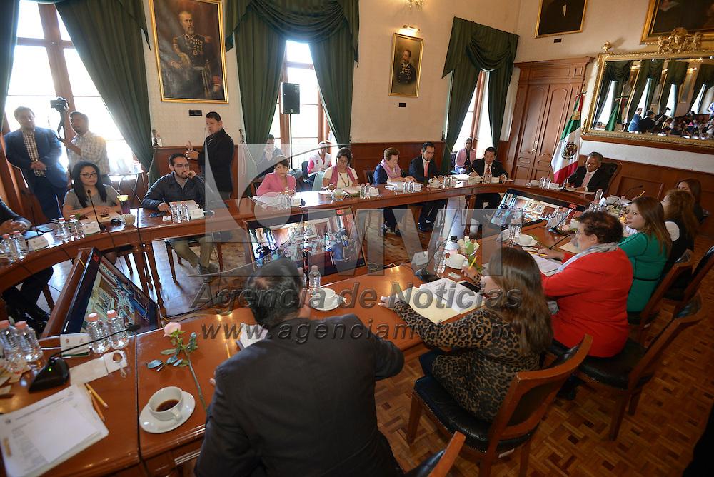 Toluca, México (Octubre 19, 2016).- Fernando Zamora Morales, presidente municipal de Toluca encabezó la trigésimo sexta Sesión Ordinaria de Cabildo.  Agencia MVT / Crisanta Espinosa.