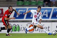 Fotball<br /> Frankrike 2004/05<br /> Rennes v Lyon<br /> 11. september 2004<br /> Foto: Digitalsport<br /> NORWAY ONLY<br /> HATEM BEN ARFA (LYON) / OLIVIER SORLIN (REN)