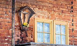 THEMENBILD - ein Kruzifix auf einem Bauernhaus, aufgenommen am 12. November 2016, Krimml, Österreich // A crucifix on a farmhouse, Krimml, Austria on 2016/11/12. EXPA Pictures © 2016, PhotoCredit: EXPA/ JFK