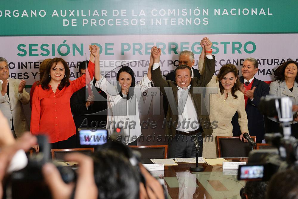 Toluca, México.- Cesar Camacho Quiroz y Alejandra del Moral realizaron su pre-registro para buscar la candidatura al Senado de la Republica por el Partido Revolucionario Institucional (PRI). Agencia MVT / Mario Vázquez de la Torre.