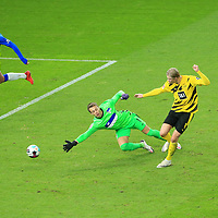 21.11.2020, OLympiastadion, Berlin, GER, DFL, 1.FBL, Hertha BSC VS. Borussia Dortmund, <br /> DFL  regulations prohibit any use of photographs as image sequences and/or quasi-video<br /> im Bild 1: 3 durch Erling Haaland (Borussia Dortmund #9),<br /> Alexander Schwolow (Hertha BSC Berlin #1), Omar Alderete (Hertha BSC Berlin #14), Dedryck Boyata (Hertha BSC Berlin #20)<br /> <br />       <br /> Foto © nordphoto / Engler