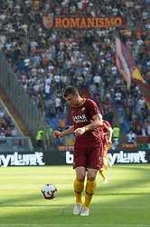 October 20, 2018 - Rome, Lazio, Italy - Edin Dzeko during the Italian Serie A football match between A.S. Roma and Spal at the Olympic Stadium in Rome, on october 20, 2018. (Credit Image: © Silvia Lore/NurPhoto via ZUMA Press)