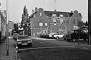 Nederland, Nijmegen, 14-5-1980Kinderen spelen op straat, op de stoep in het centrum van de stad. Piersonstraat Een jaar later is deze plek het centrum van krakersrellen.Foto: Flip Franssen/Hollandse Hoogte