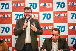 """PORTO ALEGRE, RS, BRASIL, 15-03-2018, 20h25'45"""":  O empresário Rubens Rebés e o advogado Tomaz Schuch são os novos dirigentes do AVANTE, no RS. A posse da direção estadual do partido contou com a presença do Deputado Federal e presidente nacional, Luís Tibê (MG), e ocorreu na noite de quinta-feira (15/3) no Hotel Intercity. AVANTE é um partido político brasileiro, fundado como Partido Trabalhista do Brasil (PTdoB) por dissidentes do Partido Trabalhista Brasileiro (PTB), em 1989. Seu número eleitoral é o 70. O novo nome, criado a partir do desejo das pessoas que lutam por um país que segue em frente, se aproxima ainda mais dos verdadeiros objetivos do partido, alicerçado ao longo de sua história e atrelado aos novos pilares: compromisso, prosperidade, humanidade, coletividade, diálogo, transparência e liberdade. (Foto: Gustavo Roth / Agência Preview) © 15MAR18 Agência Preview - Banco de Imagens"""
