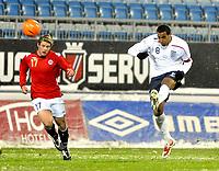Fotball<br /> 27 mars 2009<br /> Landskamp<br /> Norge U21 - England U21<br /> Tom Huddlestone , England<br /> Espen Børufsen , Norge<br /> Foto: Reidar Talset , Digitalsport