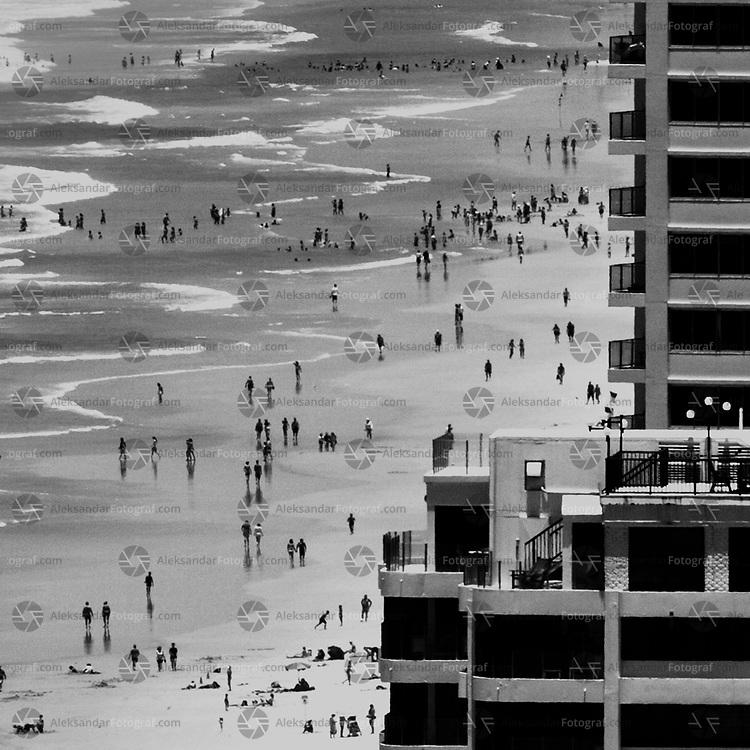 People on the edge, gold coast, Australia