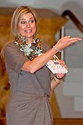 """Koningin Maxima is woensdag 30 maart 2016 aanwezig bij het symposium 'Muziekeducatie doen we samen' in het Conservatorium van Amsterdam. Tijdens het symposium staat de vraag centraal hoe de groepsleerkracht en de vakdocent muziek samen kunnen zorgen voor goed muziekonderwijs op de basisschool. <br /> <br /> Queen Maxima is Wednesday, March 30th, 2016 attended the symposium """"Music Education we do together 'at the Amsterdam Conservatory. During the symposium, the central question is how the class teacher and the teacher of music can combine to good music education in primary school."""