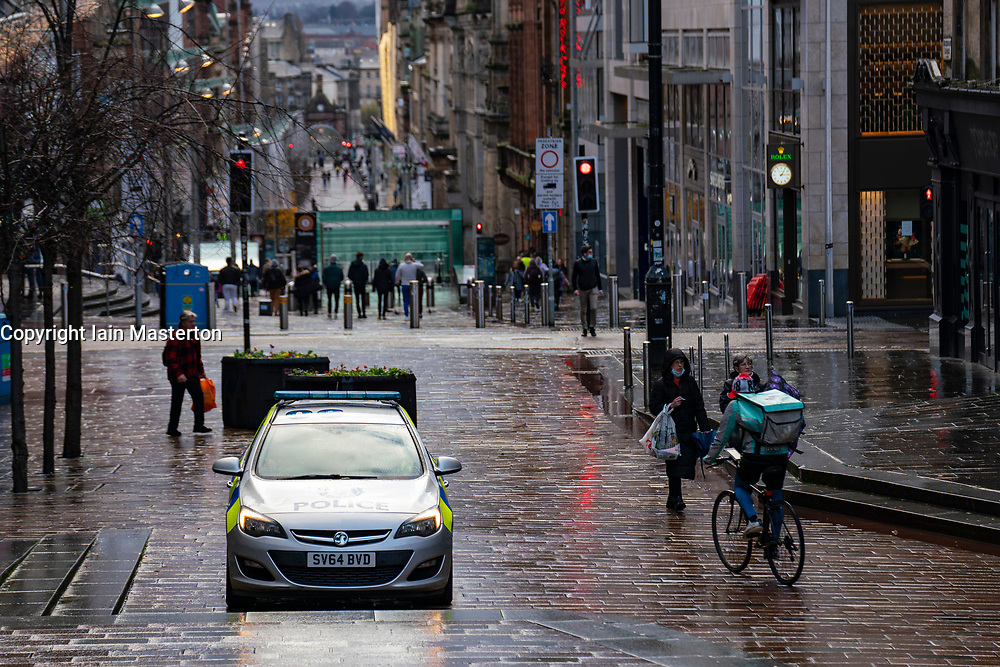 Glasgow, Scotland, UK. 21 November 2020. Views of Saturday afternoon in Glasgow city centre on first day of level 4 lockdown. Non essential shops and businesses have closed. And streets are very quiet. Pictured; Police car parked on Buchanan Street   .Iain Masterton/Alamy Live News