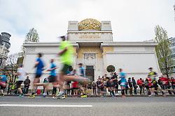 10.04.2016, Wien, AUT, Vienna City Marathon 2016, im Bild Feature Läufer vor der Secession // Feature during Vienna City Marathon 2016, Vienna, Austria on 2016/04/10. EXPA Pictures © 2016, PhotoCredit: EXPA/ Michael Gruber