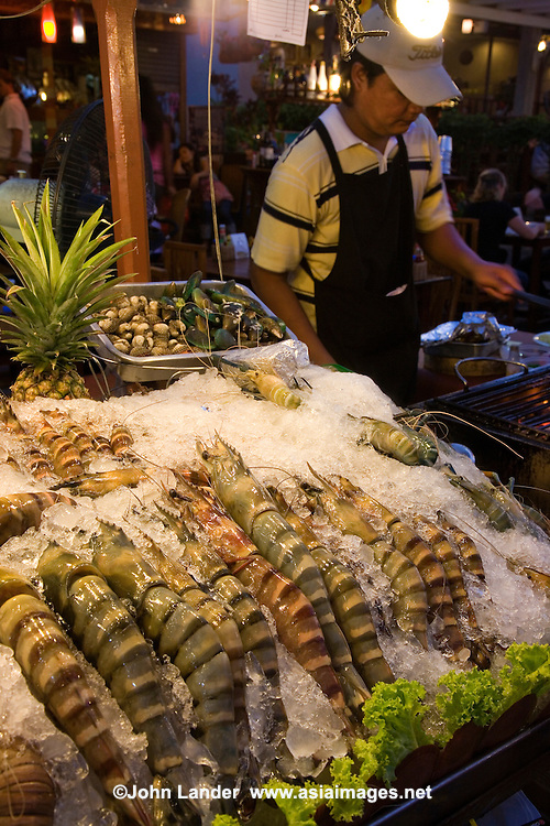 Apart from its role as a convenient beach town to Bangkok, Hua Hin is a favourite spot for seafood and seaside dining along the wharf.
