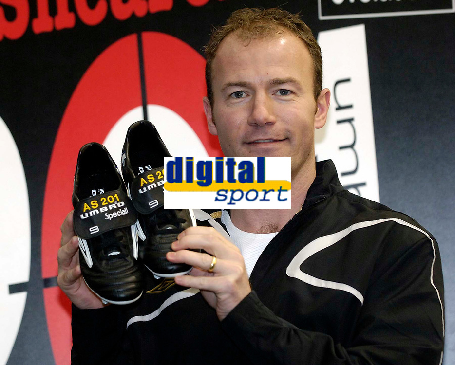 Photo: Jed Wee.<br />Presentation of Umbro boots to Alan Shearer for scoring a record 201 goals for Newcastle. 09/02/2006.<br />Alan Shearer shows off his new Umbro boots.