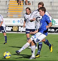 Fotball Tippeligaen 08.08.2010 Molde - Viking<br /> Magne Simonsen, Patrik Ingelsten bak,<br /> Foto: Carl-Erik Eriksson, Digitalsport