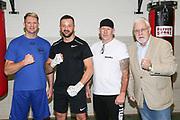 Boxen: Hamburg, 08.12.2020<br /> v.l: Trainer Mark Haupt, Edi Kadrija (Boxen im Norden), Mick Brügmann und Promoter Thomas Nissen<br /> © Torsten Helmke