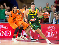 VILNIUS, Sept. 18, 2018  Mantas Kalnietis (R) of Lithuania competes during FIBA World Cup basketball qualifying match between Lithuania and Netherlands in Vilnius, Lithuania, on Sept. 17, 2018. Lithuania won 95-93. (Credit Image: © Alfredas Pliadis/Xinhua via ZUMA Wire)