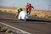 De kwalificatie op maandagochtend. In Battle Mountain (Nevada) wordt ieder jaar de World Human Powered Speed Challenge gehouden. Tijdens deze wedstrijd wordt geprobeerd zo hard mogelijk te fietsen op pure menskracht. De deelnemers bestaan zowel uit teams van universiteiten als uit hobbyisten. Met de gestroomlijnde fietsen willen ze laten zien wat mogelijk is met menskracht.<br /> <br /> Qualifications on Monday. In Battle Mountain (Nevada) each year the World Human Powered Speed Challenge is held. During this race they try to ride on pure manpower as hard as possible.The participants consist of both teams from universities and from hobbyists. With the sleek bikes they want to show what is possible with human power.