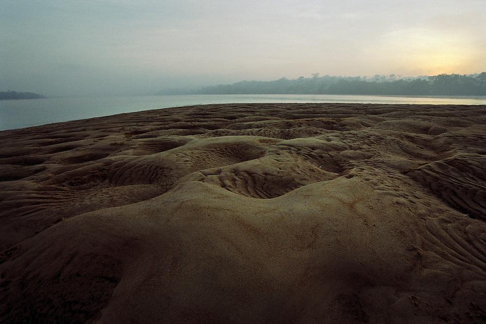 """Brazil, rio oiapoque, Amapa.<br />   <br /> Ilha do sol, """"l'ile du soleil"""". D'un cote de l'ile la Guyane, de l'autre le Bresil."""