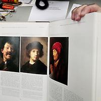 Nederland,Amsterdam ,12 februari 2008..Ernst van de Wetering, Rembrandtdeskundige, hier in zijn werkkamer op het Kunsthistorisch Museum aan de Herengracht.