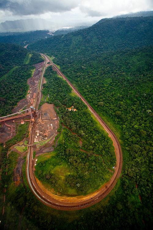 Parauapebas_PA, Brasil. ..Desmatamento causado por mineradora na floresta amazonica- Floresta Nacional de Carajas, Para...Deforestation caused by mining in the Amazon forest, National Forest of Carajas, Para...Foto: JOAO MARCOS ROSA / NITRO