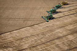 Vista aérea da colheita mecanizada de trigo na área rural de Cruz Alta, no Rio Grande do Sul. FOTO: Jefferson Bernardes / Agência Preview