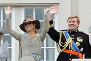 Prinsjesdag 2011 - Paleis Noordeinde Den Haag.  Op Prinsjesdag spreekt het staatshoofd, Koningin Beatrix, de troonrede uit. Daarin geeft de regering aan wat het regeringsbeleid zal zijn voor het komende jaar.<br /> <br /> Prinsjesdag (English: Prince's Day) is the day on which the reigning monarch of the Netherlands (currently Queen Beatrix) addresses a joint session of the Dutch Senate and House of Representatives in the Ridderzaal or Hall of Knights in The Hague. <br /> <br /> Op de foto/ On the Photo Prinses Maxima en Prins Willem Alexander