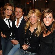 "NLD/Amstelveen/20060403 - Boekpresentatie ""ook moeder"" Leontine Borsato - Ruiters, Leontine, Leco Zadelhoff, Estelle Gullit en Danielle Overgaag"