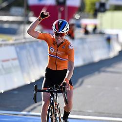 26-09-2020: wielrennen: WK weg vrouwen: Imola<br /> Anna van der Breggen takes her second worldtitle26-09-2020: wielrennen: WK weg vrouwen: Imola