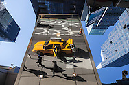 New York,  Times square yellow cab reflection. / reflet d'un taxi a times square sur Brodway
