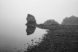 Fog at the beach at the lake Kleifarvatn, Iceland - Þoka við Kleifarvatn