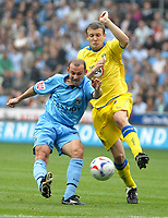 Photo: Ed Godden.<br />Coventry City v Leeds United. Coca Cola Championship. 16/09/2006. Coventry's Colin Cameron (L) tries a shot from distance.
