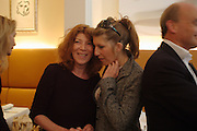 Nona Summers and her daughter Tara. Lunch party for Brooke Shields hosted by charles finch and Patrick Cox. Mortons. Berkeley Sq. 6 July 2005. ONE TIME USE ONLY - DO NOT ARCHIVE  © Copyright Photograph by Dafydd Jones 66 Stockwell Park Rd. London SW9 0DA Tel 020 7733 0108 www.dafjones.com