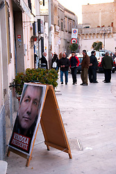 piazza di Alessano in periodo elettorale, Alessano, 20 03 2010