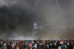 April 27, 2018 - Khan Younis, Gaza Strip, Palestinian Territory - Palestinian protesters clash with Israeli security forces during tents protest demanding the right to return to their homeland, at the Israel-Gaza border, in Khan Younis in the southern Gaza Strip on April 27, 2018  (Credit Image: © Ashraf Amra/APA Images via ZUMA Wire)
