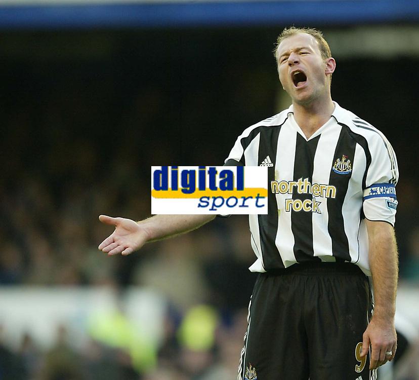 Photo: Aidan Ellis.<br /> Everton v Newcastle. The Barclays Premiership.<br /> 27/11/2005.<br /> Newcastle's Alan Shearer moans to team mates as his side lose